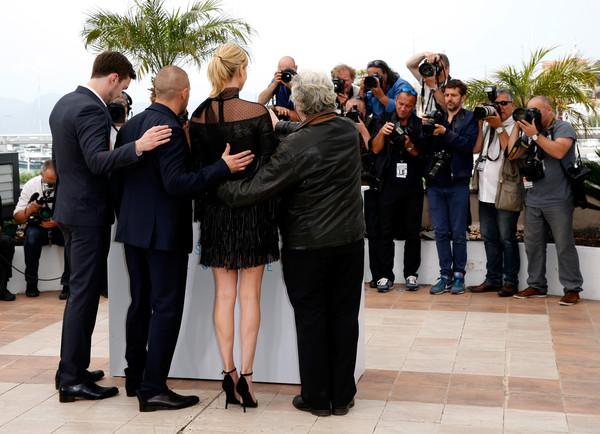 Charlize Theron nổi bật bởi chiều cao ấn tượng
