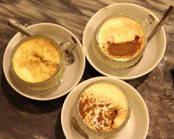 Nhắc tới cà phê trứng thì thật thiếu sốt nếu không tới cà phê Giảng để thưởng thức. (Ảnh: news.zing.vn)