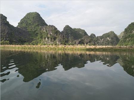 Sông núi Tràng An. (Ảnh: Ngô Bình Giang)