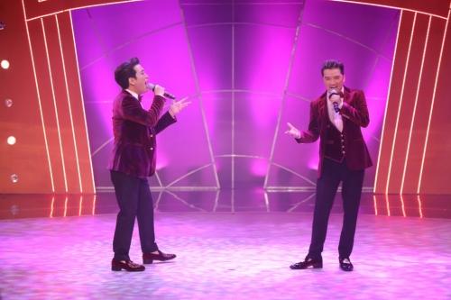 Ngay sau đó, ca sĩ Đàm Vĩnh Hưng đã xuất hiện trên sân khấu và song ca ca khúc Tình ơi xin ngủ yên với Trường Giang. Với phong cách, trang phục giống hệt nhau, cả hai như anh em sinh đôi.