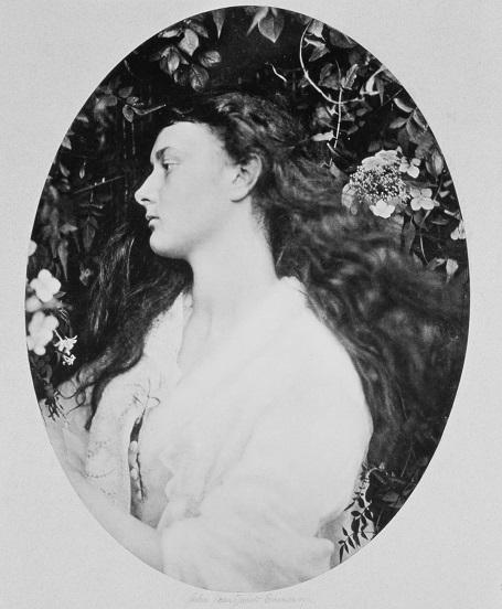 Alice năm 20 tuổi trong một bức ảnh chân dung do nữ nhiếp ảnh gia Julia Margaret Cameron thực hiện. (Ảnh chụp năm 1872).