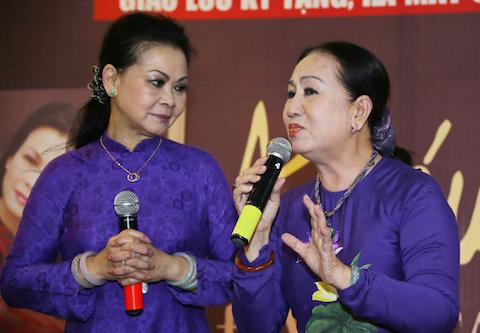 Với người bạn thân, nghệ sỹ Hồng Vân.
