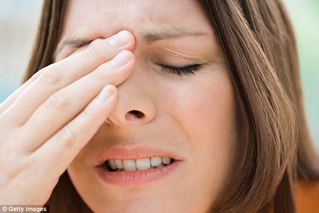 Có thể chữa ngạt mũi bằng cách ấn lưỡi vào miệng và ấn ngón tay vào đầu