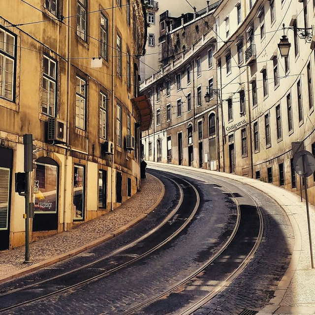 Nét cổ kính của một góc phố Lisbon, Bồ Đào Nha