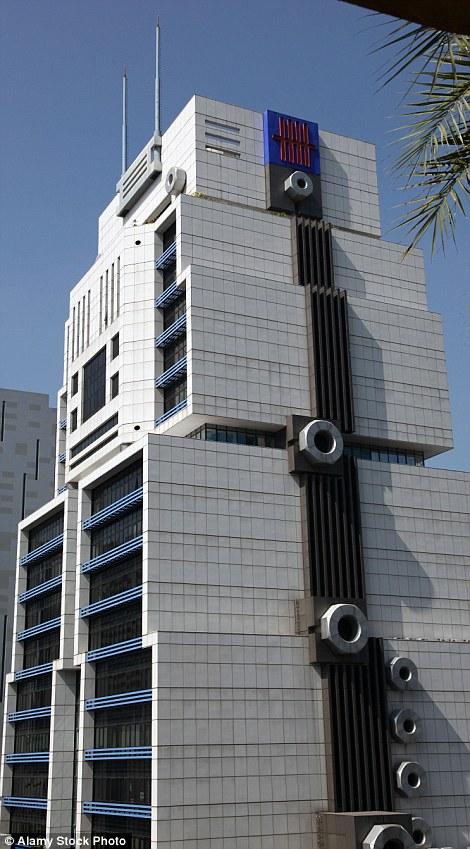 Tòa nhà mô phỏng theo hình robot ở thủ đô Bangkok, Thái Lan, cũng được liệt trong danh sách những công trình có vẻ ngoài tệ. Nơi này còn là trụ sở của ngân hàng United Overseas.