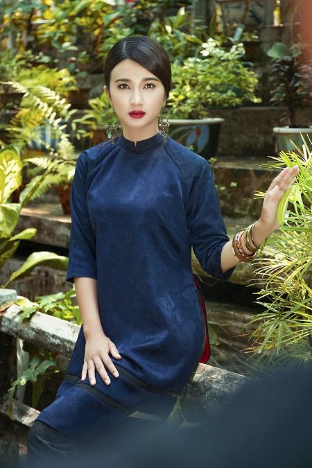 Lấy chồng từ năm 19 tuổi và ly hôn sau đó 2 năm, Kim Tuyến đã một mình nuôi con gái đến giờ.