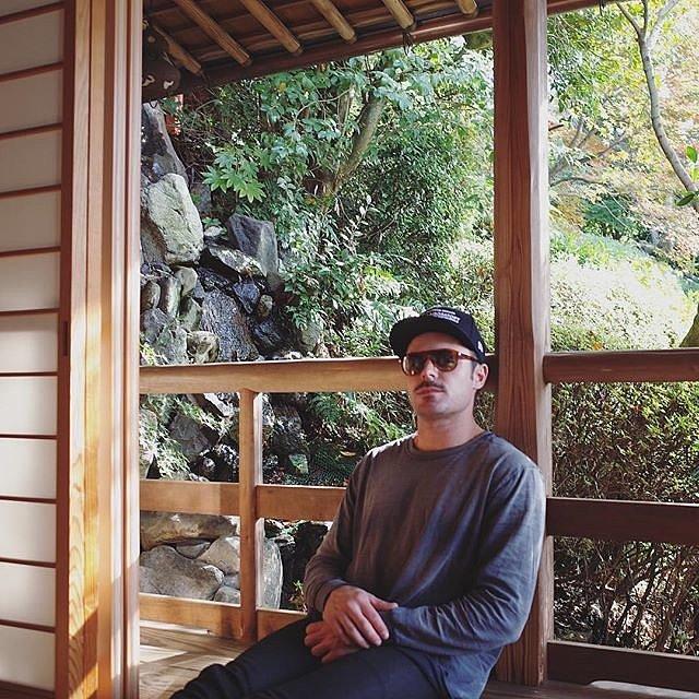 Zac Efron tới Nhật Bản trong dịp đón Lễ Tạ ơn.
