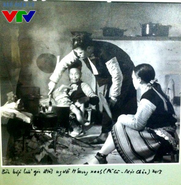 Bên bếp lửa gia đình người HMong xanh (Pà Cò - Mộc Châu) 2013