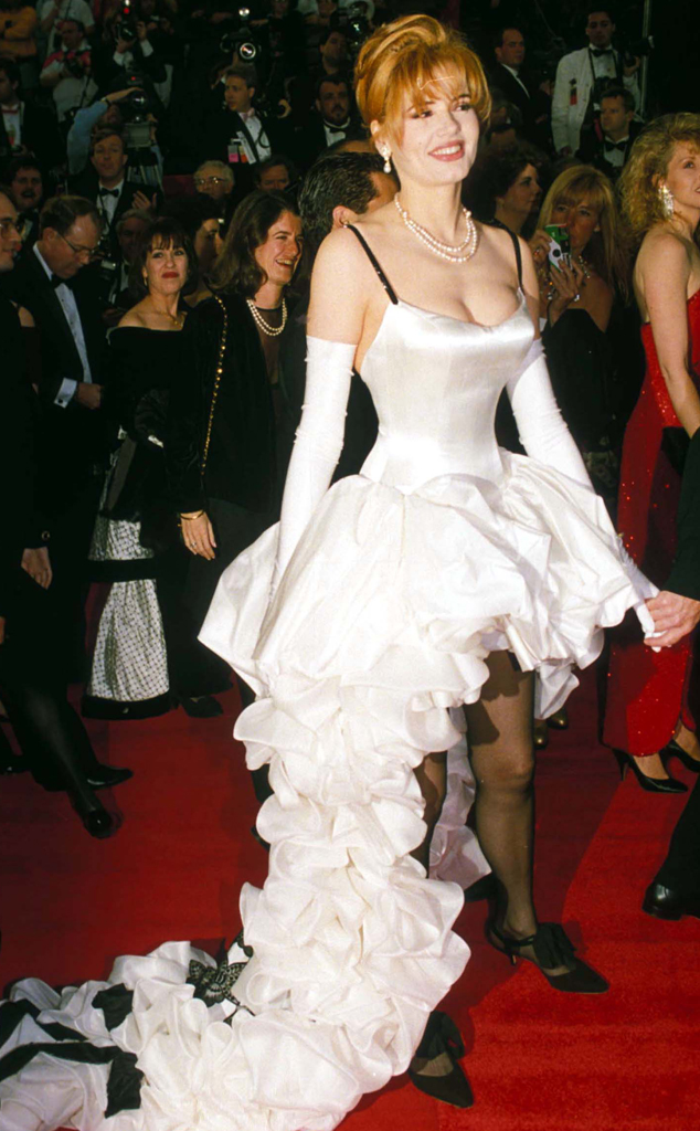 Greena Davis với bộ váy rườm rà một cách khó hiểu