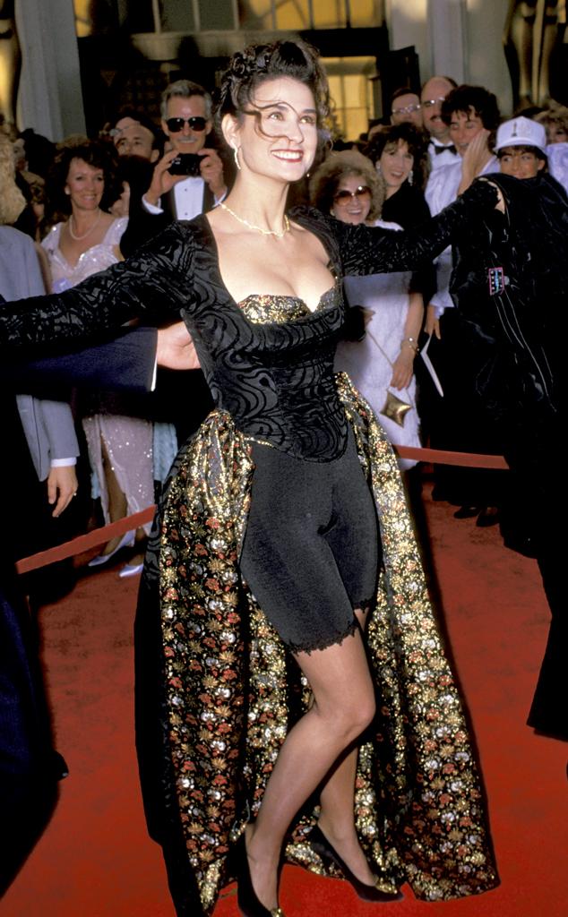 Thần tượng một thời trong trái tim nhiều chàng trai - Demi Moore - cũng có lúc xấu lạ trong phục trang khó hiểu