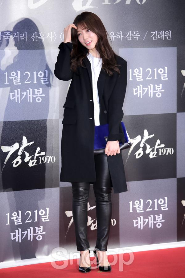 Park Shin Hye đến dự sự kiện với trang phục giản dị