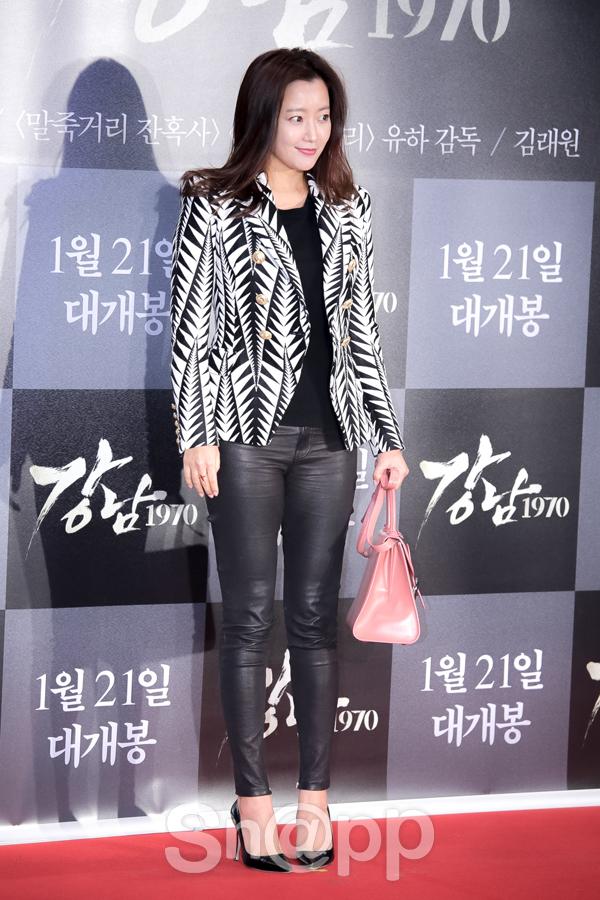 Kim Hee Sun dính nghi án trùng tu nhan sắc với khuôn mặt cứng đơ của mình