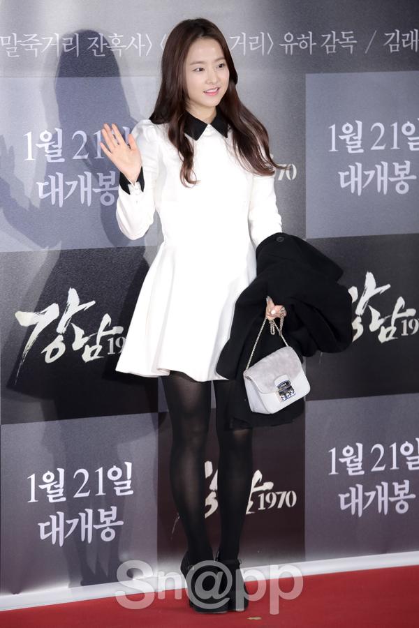 Park Bo Young xinh xắn như một nàng công chúa trong bộ váy trắng đơn giản