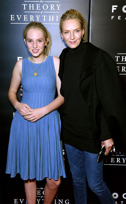 Minh tinh Uma tự hào khi có con gái xinh đẹp. Maya Hawke thường xuyên được mẹ dẫn tới nhiều sự kiện đình đám ở Hollywood.