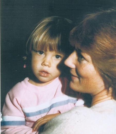 Khi còn nhỏ, Jessica Biel trông khá giống một cậu nhóc. Jessica rất yêu mẹ và nhiều lần ca ngợi mẹ trong những bài phỏng vấn.