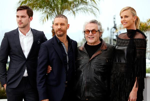 Ngôi sao 40 tuổi bên các đồng nghiệp Nicholas Hoult, Tom Hardy, George Miller