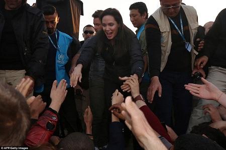 Hơn một triệu người tị nạn hiện đang sống tại trại Khanke IDP sau khi cuộc nội chiến ở Syria và những xung đột do phiến quân IS tiến hành tại Iraq đã khiến những người này bị mất nhà cửa.