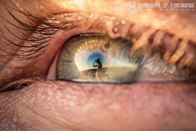 Ánh mắt trìu mến của chú rể dành cho cô dâu
