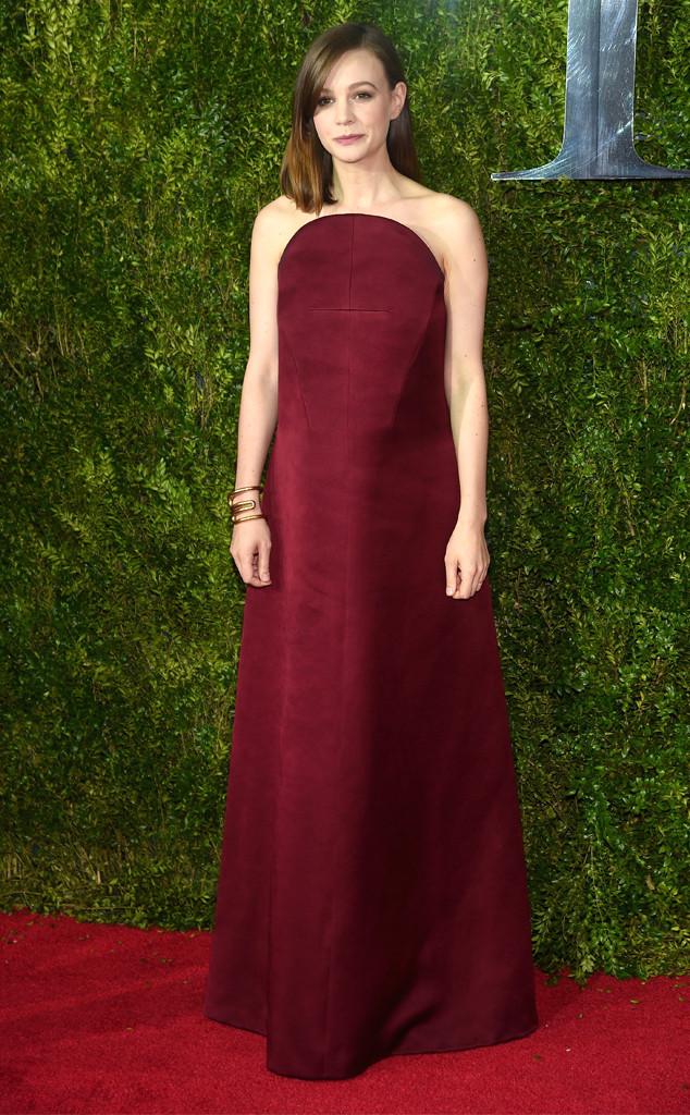 Còn người đẹp phim The Great Gatsby - Carey Mulligan - đơn giản nhưng gây chú ý với thiết kế váy của Balenciaga.