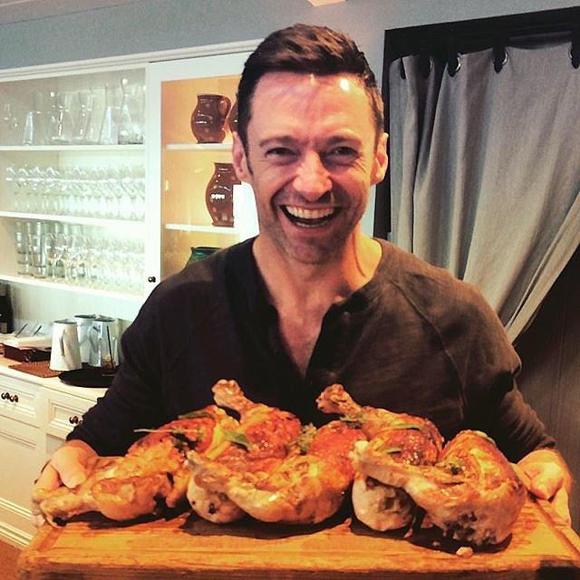 Người Sói Hugh Jackman trổ tài với món gà tây.