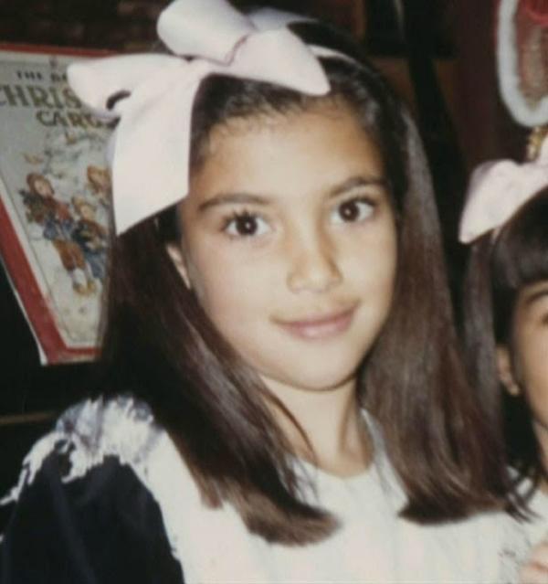 Kim Kardashian từng là một thiếu nữ xinh xắn và điệu đà, trái ngược với vẻ gợi cảm quá mức như bây giờ.