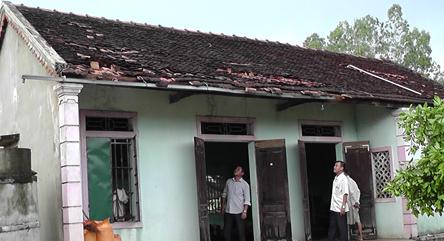 Nhà bị sập, tốc mái hư hỏng nặng.