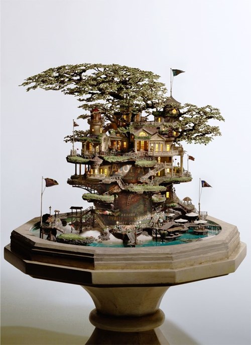 Nghệ nhân người Nhật cho hay để nuôi dưỡng, tạo hình và biến một gốc bonsai nhỏ trở thành lâu đài tuyệt đẹp mất rất nhiều thời gian, dao động từ vài tháng đến vài năm tùy theo mức độ phức tạp của công trình. Dự định lâu dài của ông Takanori Aiba là xây dựng công viên để trưng bày các tác phẩm bonsai.