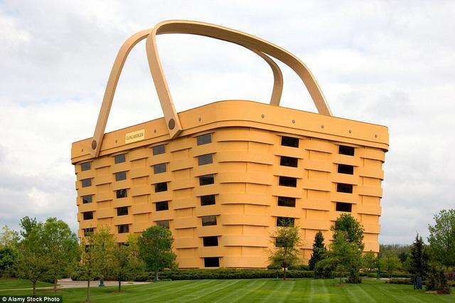 Tòa nhà 7 tầng hình chiếc giỏ là trụ sở của công ty Longaberger ở Newark, Ohio, Mỹ. Sản phẩm chính của công ty là giỏ và túi sách nên tòa nhà được mô phỏng theo kích thước khổng lồ. Tuy nhiên, một số ý kiến cho rằng, tòa nhà này có kiến trúc lạ và bắt mắt.