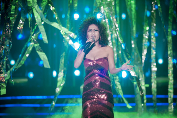Ngọc Liên đóng giả nữ ca sĩ huyền thoại Diana Ross trong ca khúc When You Tell Me That You Love Me