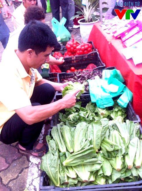 Các mặt hàng nông sản sạch được nhiều người quan tâm.