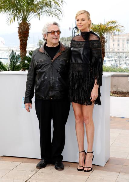 Charlize Theron diện váy Valentino