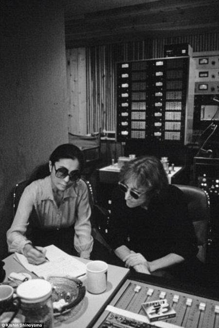 """Cặp đôi đã làm việc hết mình trong hơn một tháng để thực hiện album """"Double Fantasy""""."""