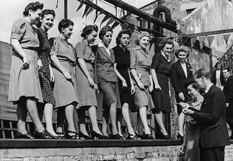 Một cuộc thi được tổ chức trên tầng mái của một siêu thị ở London, Anh hồi năm 1943.