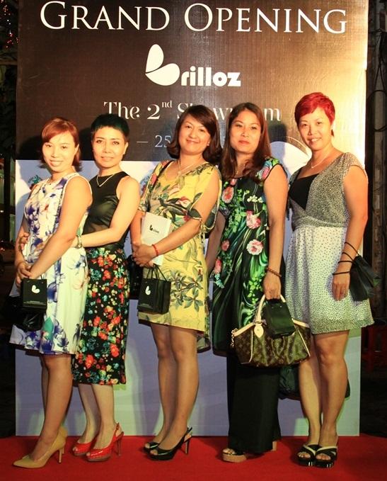 Buổi lễ khai trương với sự tham dự của rất nhiều những phóng viên, nhà báo của các tạp chí thời trang nổi tiếng. (Ảnh: Trí Thức Trẻ)