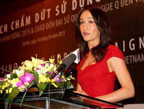 Maggie xúc động khi nhắc đến quê mẹ Việt Nam khi bắt đầu bài phát biểu của mình
