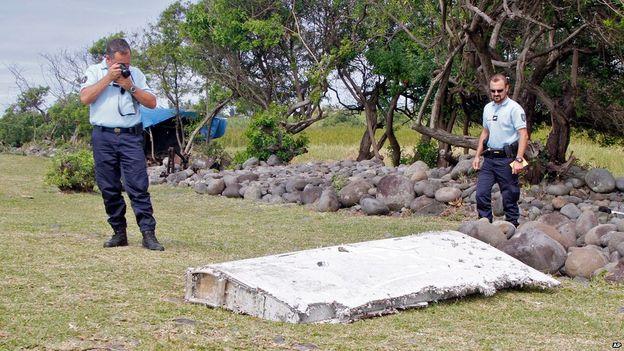 Mảnh vỡ máy bay được tìm thấy (Ảnh: BBC)