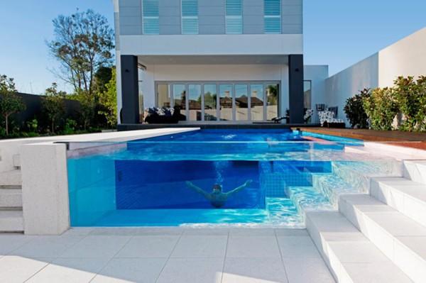 Thiết kế bể bơi Australia's Out From The Blue thật khiến người ta phải vô cùng kinh ngạc với bức tường kính trong suốt.