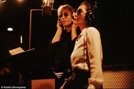 """""""Double Fantasy"""" là cuộc đối thoại bằng âm nhạc giữa John và Yoko."""