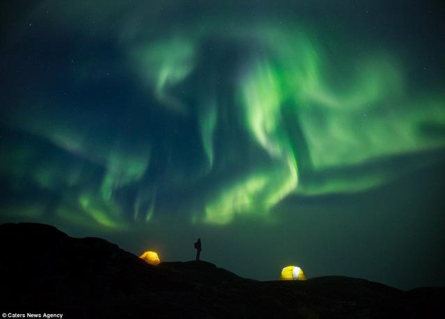 Anh đặc biệt thích khoảnh khắc khi đêm buông xuống. Từ một điểm quen thuộc sẽ mang lại trải nghiệm hoàn toàn khác