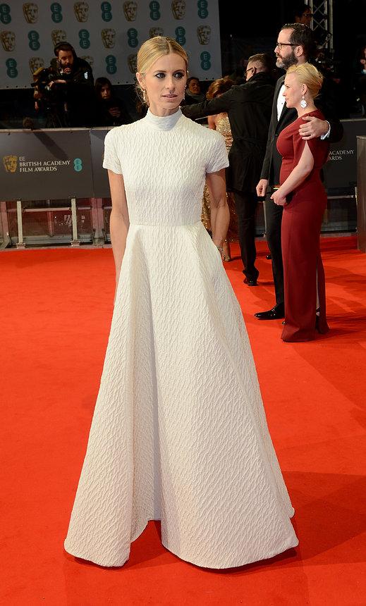 Laura Bailey xuất hiện với chiếc váy trắng dài đơn giản nhưng nổi bật, là thiết kế của Emilia Wickstead.