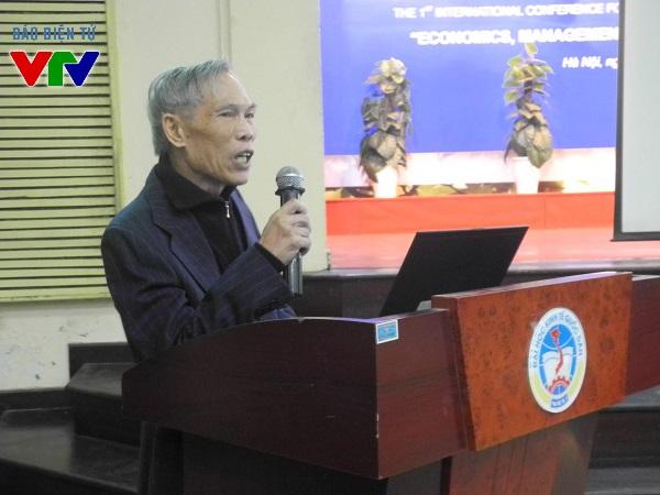 Nguyên Bộ trưởng Bộ Thương mại Trương Đình Tuyển tham dự hội thảo.