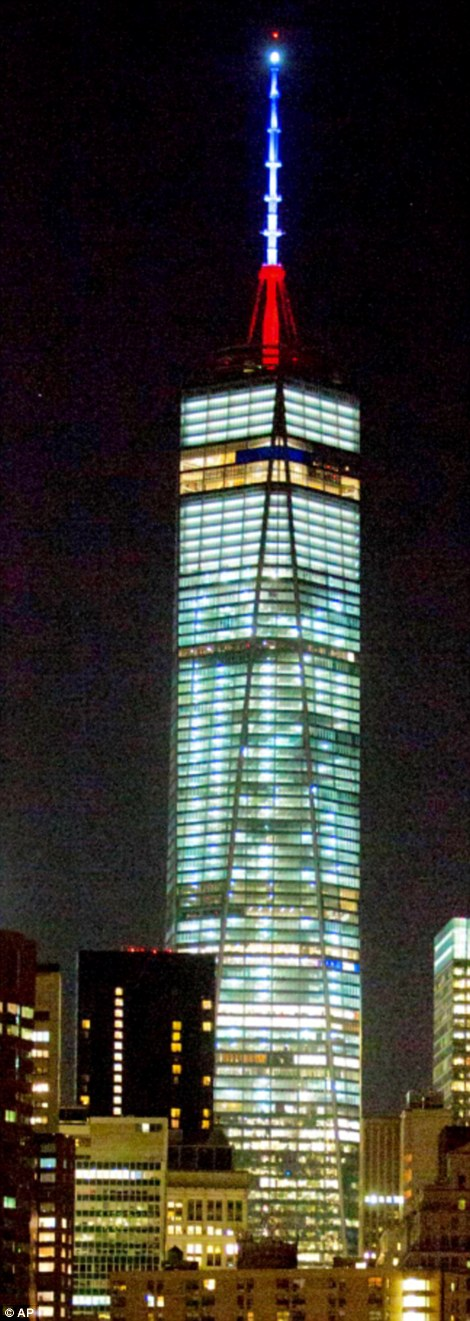 Trung tâm thương mại thế giới OneRead tại New York được chiếu sáng.