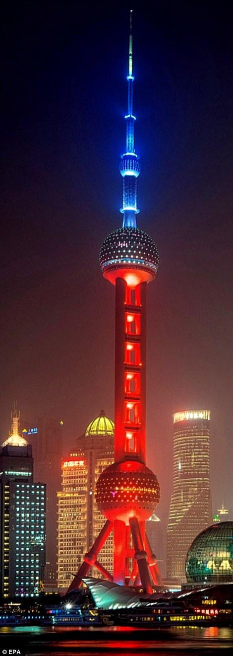 Tháp Oriental Pearl tại Thượng Hải - một trong những địa điểm diễn ra lễ tưởng niệm các nạn nhân xấu số.
