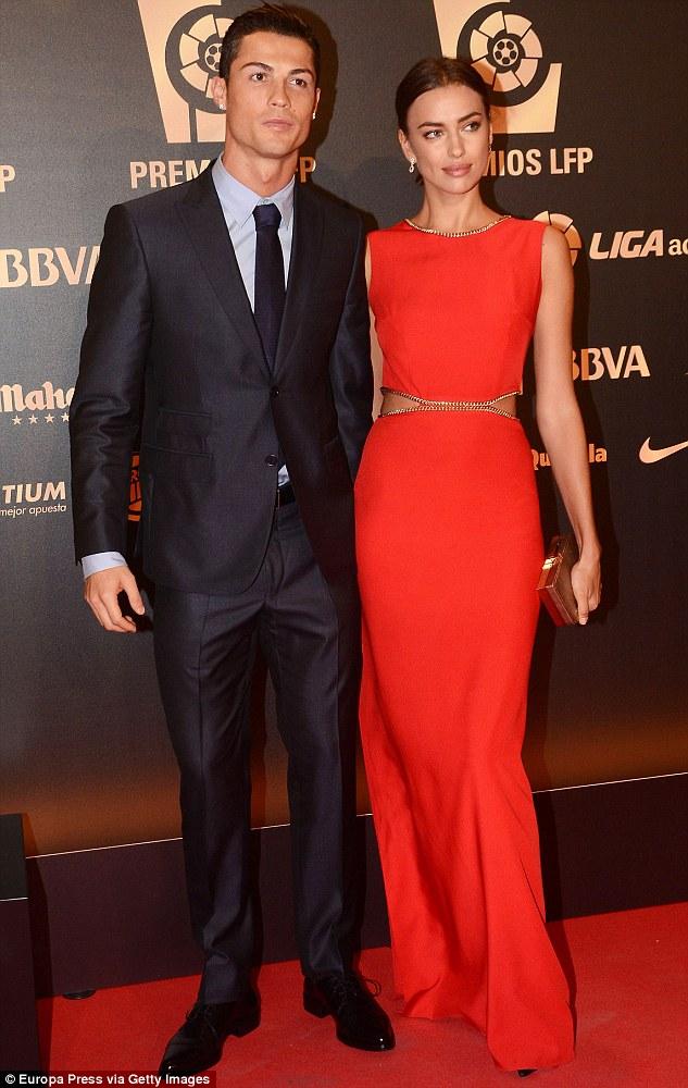 C.Ronaldo xác nhận tin chia tay với Irina vào ngày 21/1 vừa rồi. Anh cho biết luôn trân trọng những tình cảm và sự quan tâm mà Irina dành cho mình trong những năm gắn bó. Anh cũng muốn gửi lời chúc phúc cho người cũ và mong cô sớm tìm được hạnh phúc.