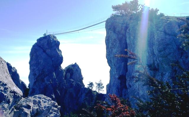 Cầu treo sàn gỗ Ai-Petri, Crimea