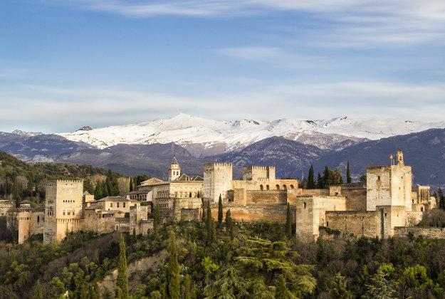 Lâu đài Alhambra của thành phố Granada được sử dụng làm bối cảnh cho cuộc hành trình của nữ nhân vật Daenerys Targaryen