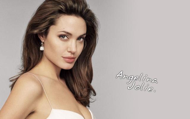 Angelina Jolie - Diễn viên, nhà làm phim và nhà từ thiện nhân đạo người Mỹ