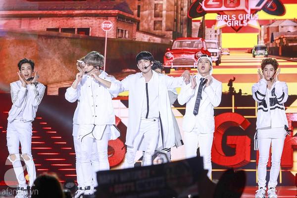 Các nhóm nhạc thần tượng Hàn Quốc đã khiến khán giả thích thú khi cover một số ca khúc Việt Nam nổi tiếng