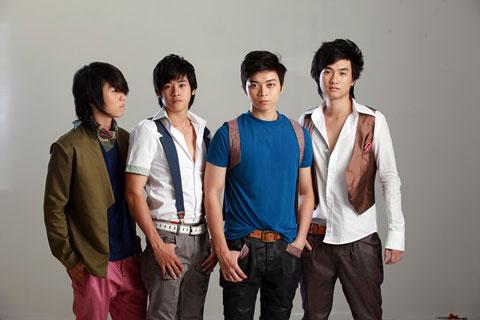 Năm 2009, Phạm Anh Tuấn vượt qua vòng casting để có được vai nam chính  trong bộ phim ca nhạc Những nụ hôn rực rỡ. Trong phim, Anh Tuấn vào vai  trưởng ...