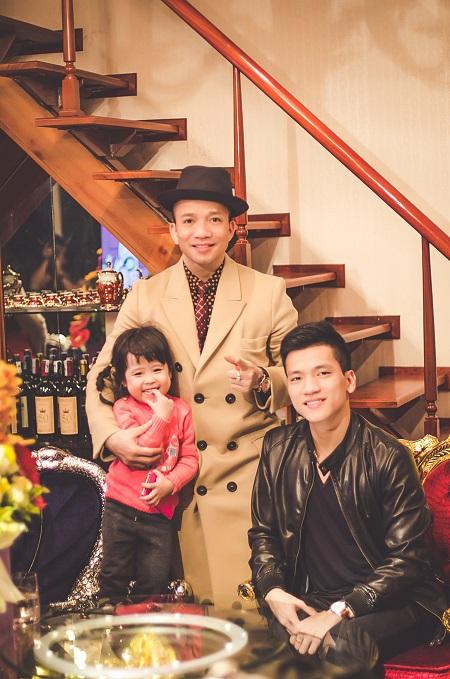 Bạn Thanh hạnh phúc bên gia đình trong kỳ nghỉ Tết Dương lịch.